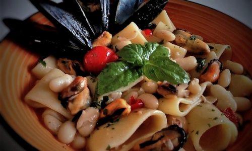 Pasta e fagioli con cozze (a' pasta e fasule cu' e' cozzeche)