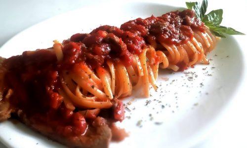 Linguine con carne alla pizzaiola